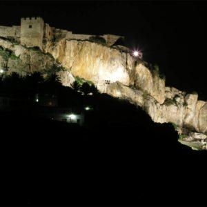 Foto nocturna del Castillo de Salobreña y El Tajo