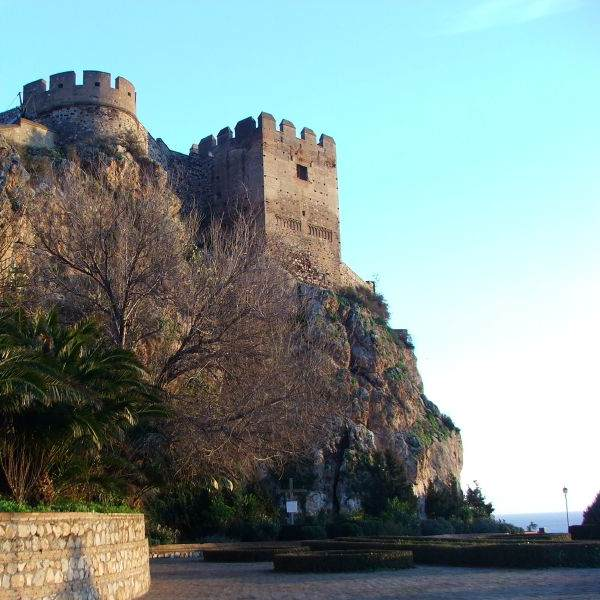Castillo árabe Salobreña desde paseo flores