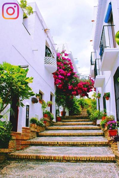 Subida al Castillo. Calle Andrés Segovia. Casco Antiguo. Salobreña. Salobreña Costa Tropical Andalucia España