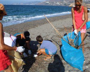 salobrena limpieza de playas